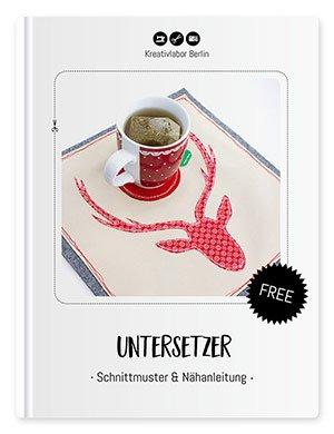 """Coverbild für das Freebook """"Untersetzer - Schnittmuster & Nähanleitung"""". Du siehst hier den Tassenuntersetzer von Kreativlabor Berlin fertiggenäht."""