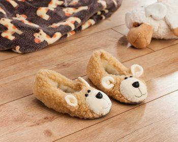 Beispielbild für das Schnittmuster der Teddy Hausschuhe von Buttinette fertiggenäht