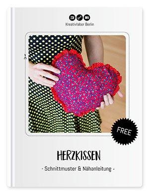 Fertiggenähtes kostenloses Schnittmuster für ein Herzkissen von Kreativlabor Berlin.